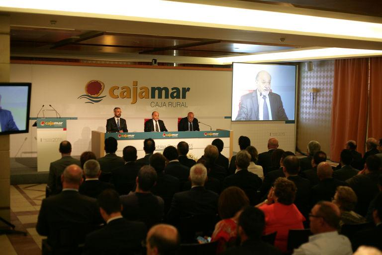 Cajamar mete la tijera en valencia y castell n con un ere for Oficinas cajamar murcia