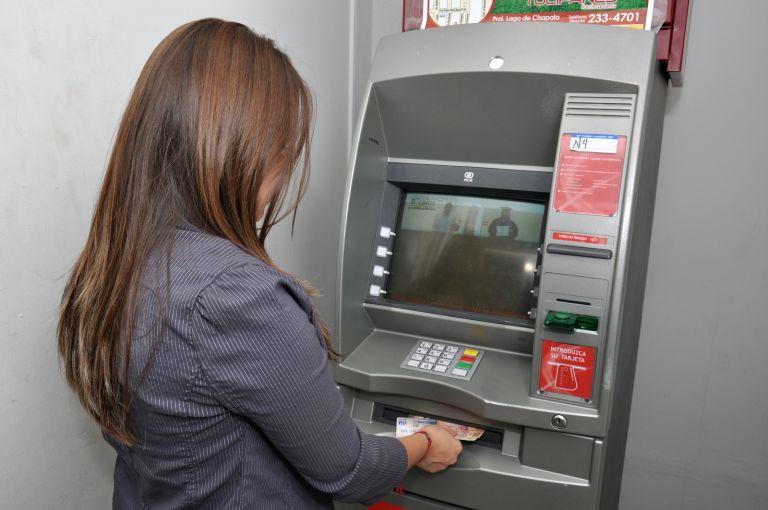 Los bancos dejar n de ingresar 180 millones al prohibirse for Ingresar dinero cajero abanca