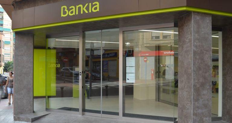 Un exempleado de bancaja que compr preferentes gana la for Inmobiliaria bancaja