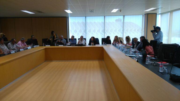 La consellera bravo no garantiza los d as pendientes a los for Mesa funcion publica