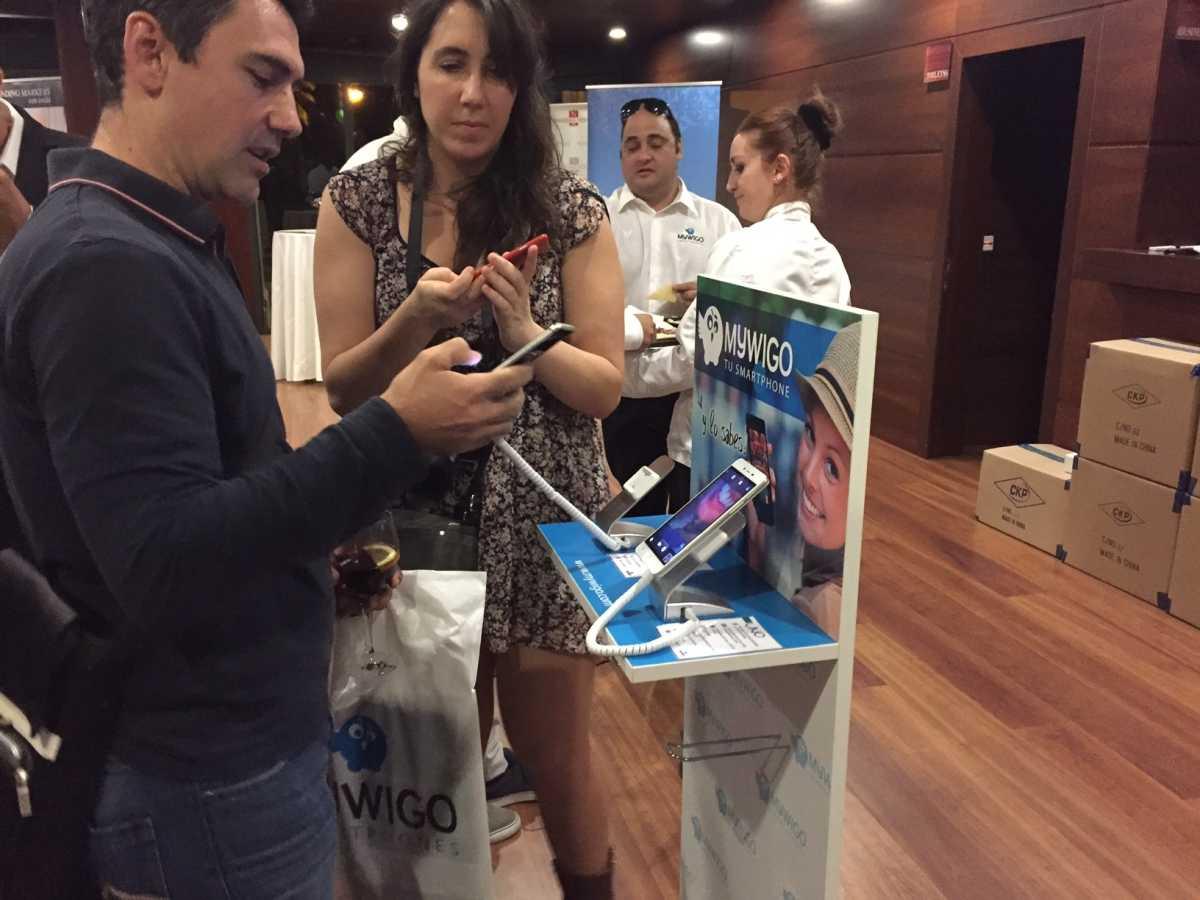 Mywigo eleva la gama y el precio de sus 39 smartphones 39 para for Aquarium valencia precio