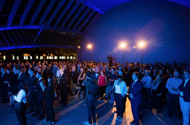 Centenares de personas asisten al lanzamiento valencia plaza for Oficinas deutsche bank valencia