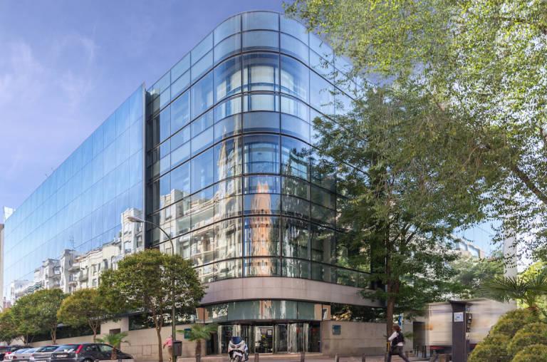 La socimi axiare patrimonio invierte 13 millones en un for Oficinas sabadell madrid