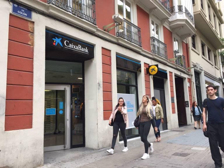 caixabank elimina la marca banco de valencia valencia plaza