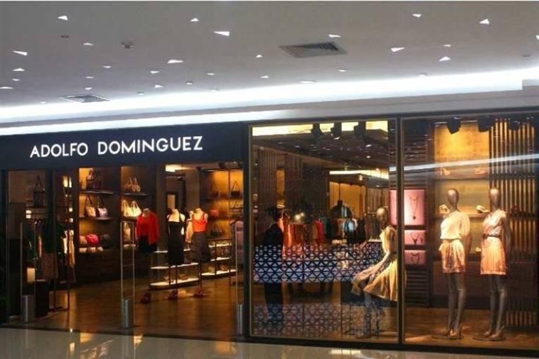 Adolfo dom nguez completa la reorganizaci n de su consejo for Tiendas adolfo dominguez valencia