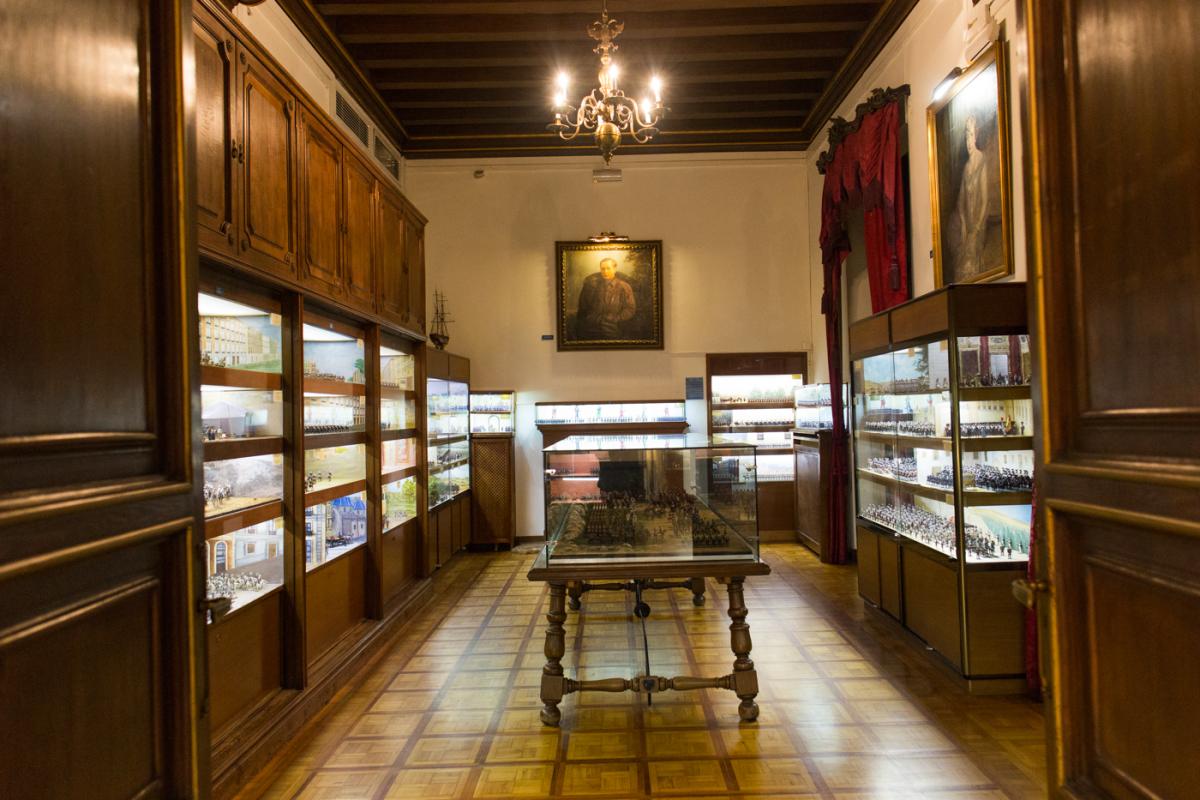 El que fuera el despacho de García Oliver, ahora ocupado por vitrinas (Foto: EVA MÁÑEZ)