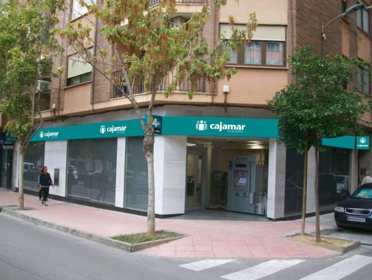 Grupo cooperativo cajamar se queda a las puertas de for Cajamar oficinas valencia