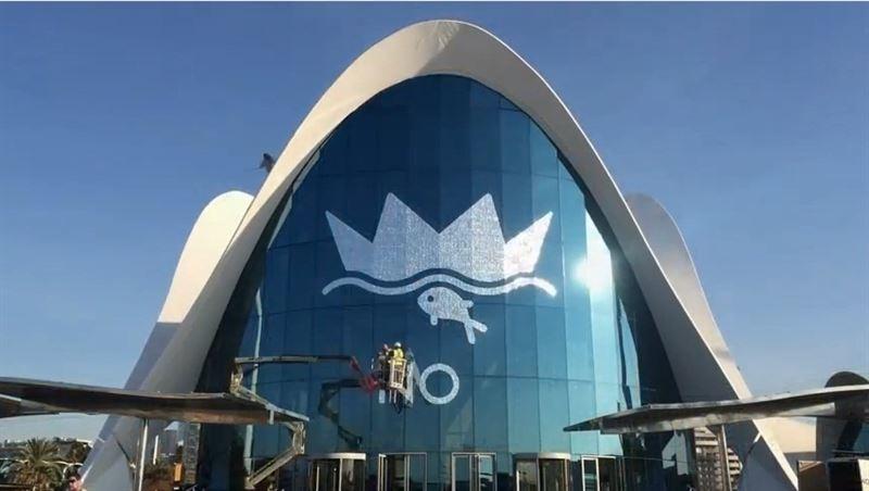 Un pez de lentejuelas de 150 metros cuadrados corona la for Oceanografic valencia precio 2016
