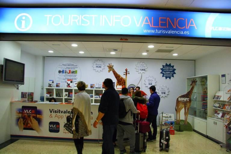 C 39 s denuncia que las oficinas de turismo del ave y for Oficina informacion y turismo valencia