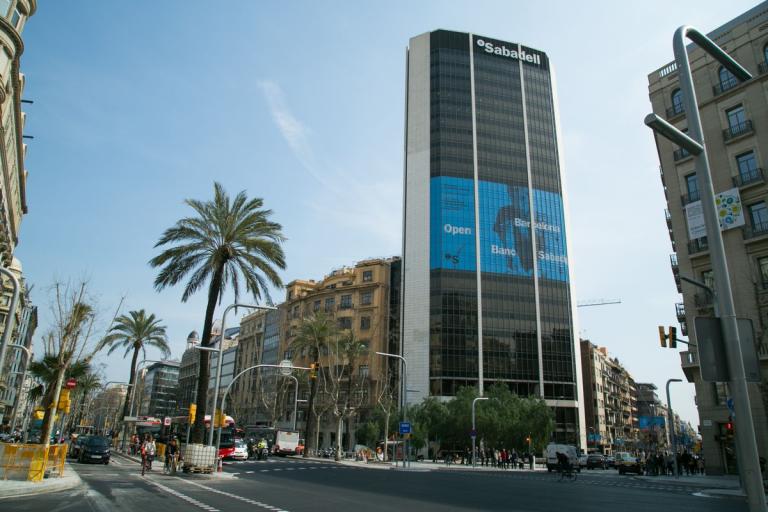 Bbva sabadell santander y caixabank expedientados por for Horario oficinas banco santander barcelona