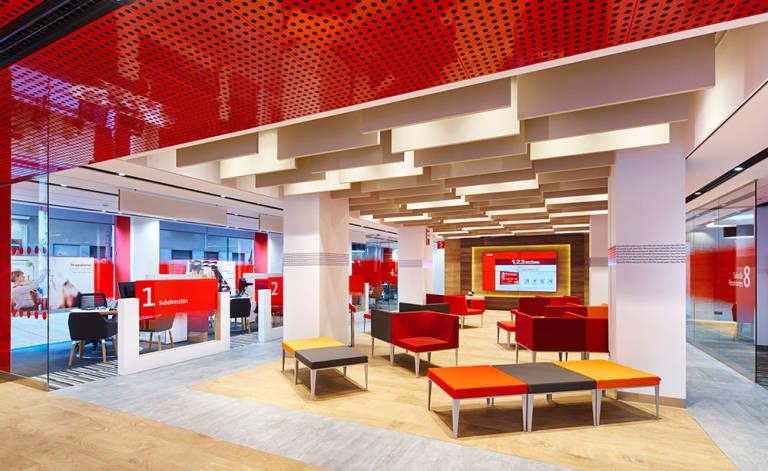 Banco santander sigue la estela de bankia valencia plaza for Oficinas liberbank santander