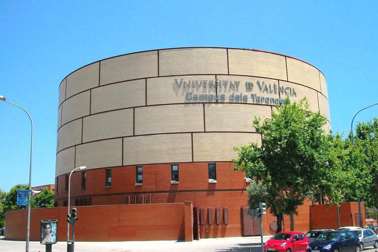Cien recepcionistas de la Universitat de València cobrarán