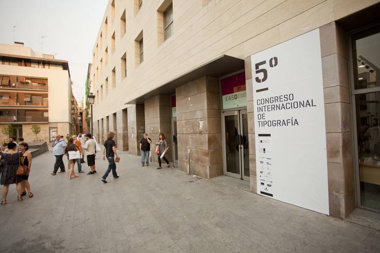 Una treintena de dise adores crean un alfabeto 39 artesano - Disenadores en valencia ...