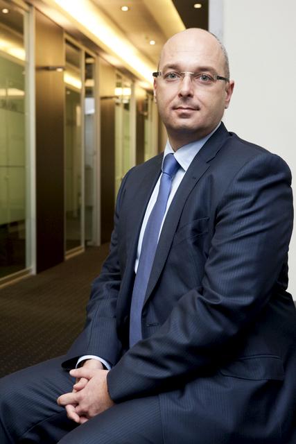 Deutsche bank reorganiza su c pula directiva en la for Oficinas deutsche bank valencia