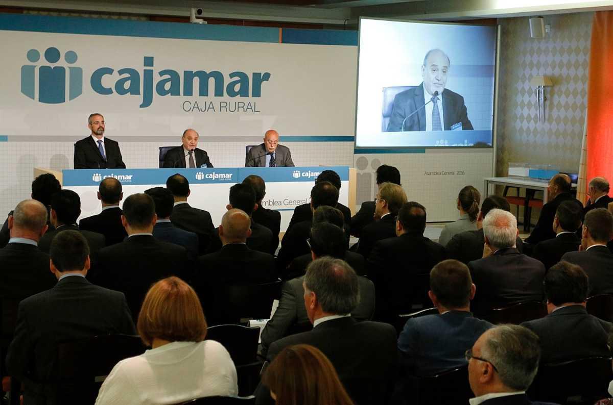 El grupo cooperativo cajamar dispara su beneficio for Cajamar oficinas valencia