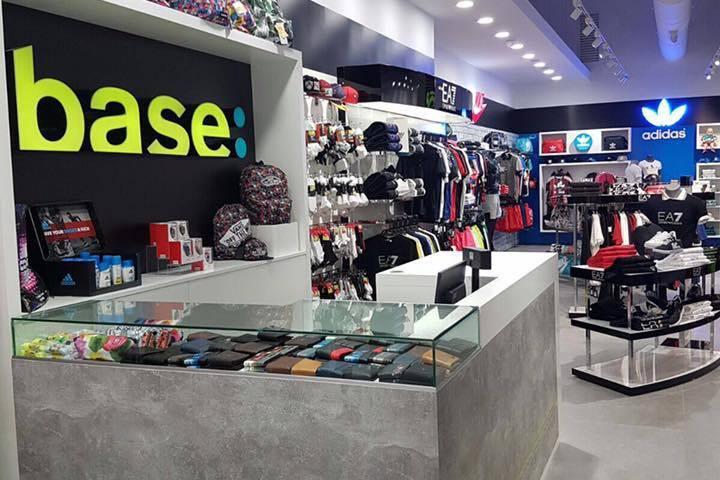 3f672e0e13904 Las tiendas de deporte desembarcan en Valencia a pie de calle  ahora Base