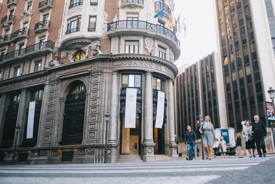 Fotogaler a primera presentaci n de resultados de for Oficinas banco sabadell valencia