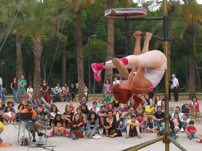 El circo de mostra viva toma los jardines del palau for Jardines del palau