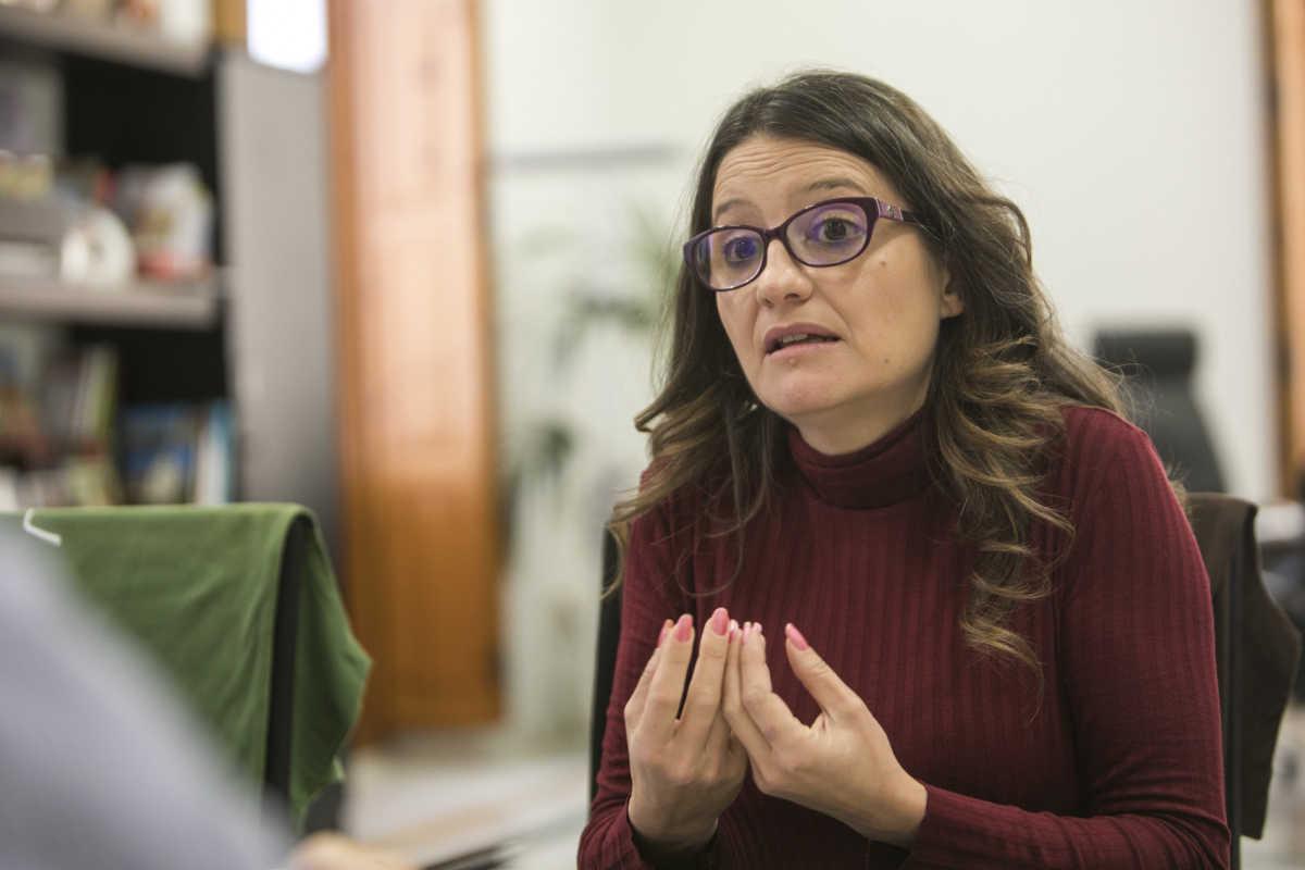 Oltra en un momento de la entrevista. Foto: EVA MÁÑEZ
