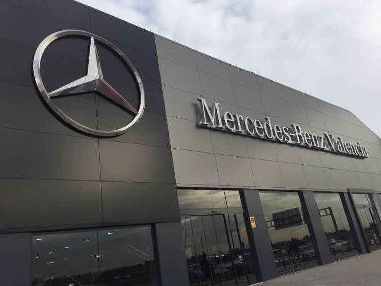 Plaza motor mercedes benz valencia se renueva motor plaza for Mercedes benz valencia