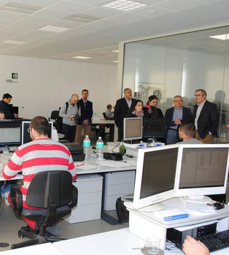 Caixa ontinyent estrena sede y presenta su nueva oficina for Oficinas la caixa valencia capital