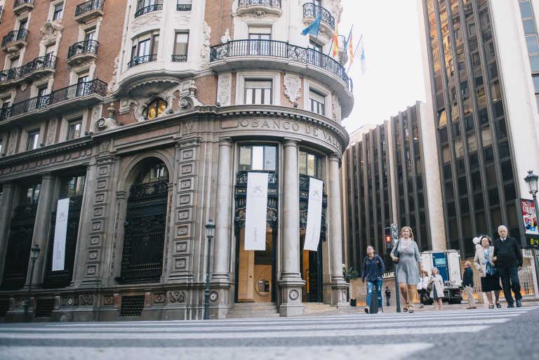 caixabank cierra la oficina de la hist rica sede de banco