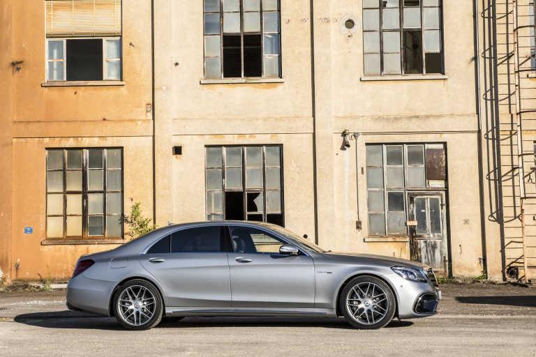 Plaza motor mercedes benz reuni en valencia sus for Mercedes benz valencia
