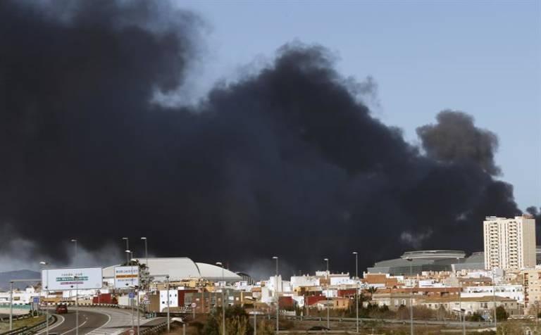 Las empresas afectadas por el incendio de paterna empiezan - El tiempo en paterna valencia ...
