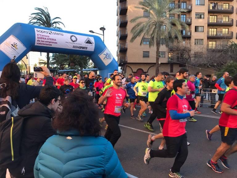 M s de personas participan en la vi carrera de las for Empresas de pladur en valencia