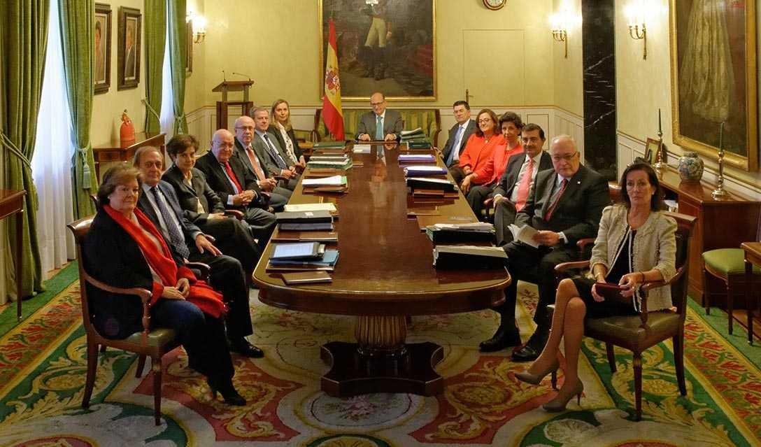 Mariscal de Gante (primera por la derecha) en el pleno del Tribunal de Cuentas. Foto: TC