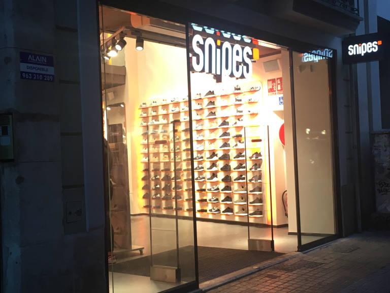 castigo Competidores Prestigio  Snipes abre en el centro de Valencia su primera tienda en la Comunitat -  Valencia Plaza
