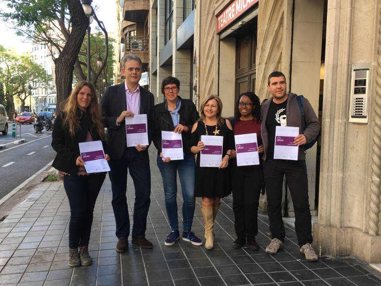 Miembros de la candidatura Obrint Podem arropando a Pilar Lima