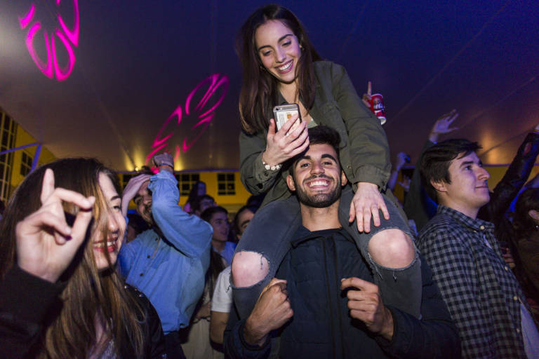 Taburete y hombres g actuar n juntos en la plaza de toros for Entradas concierto taburete