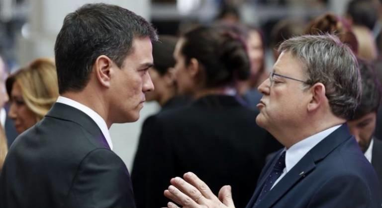 Pedro Sánchez y Ximo Puig dialogan meses atrás. Foto: EFE