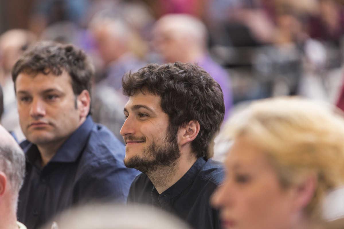 El nuevo líder de Podemos, Antonio Estañ, junto al diputado César Jiménez. Foto: EVA MÁÑEZ