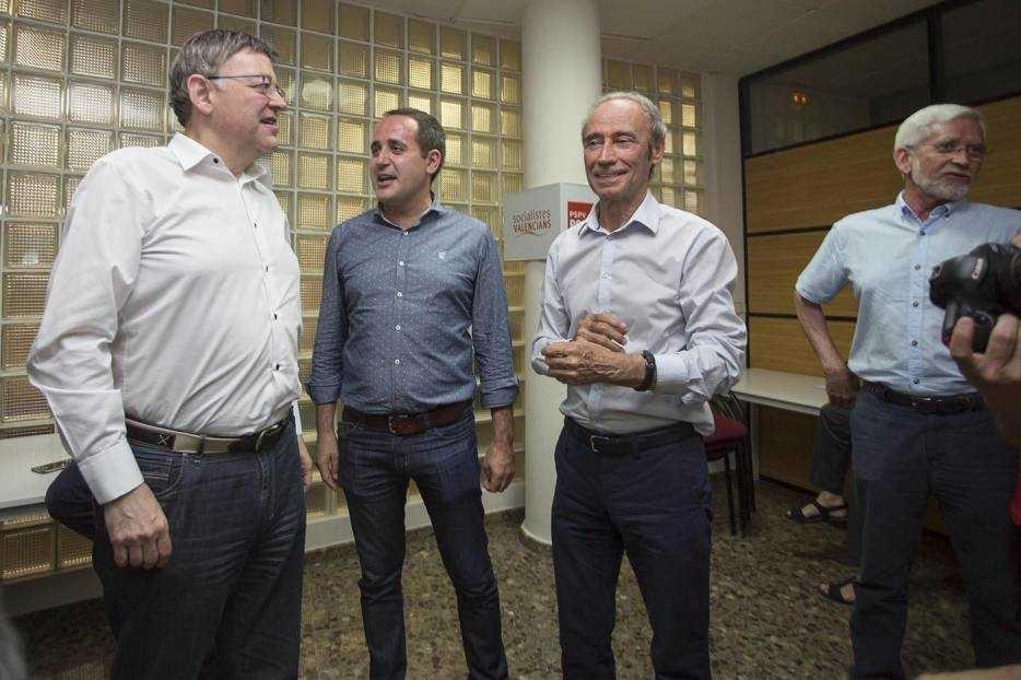 El actual líder del PSPV, Ximo Puig, junto a su predecesor, Jorge Alarte, el histórico Ciprià Ciscar y el expresidente Joan Lerma. Foto: MARGA FERRER