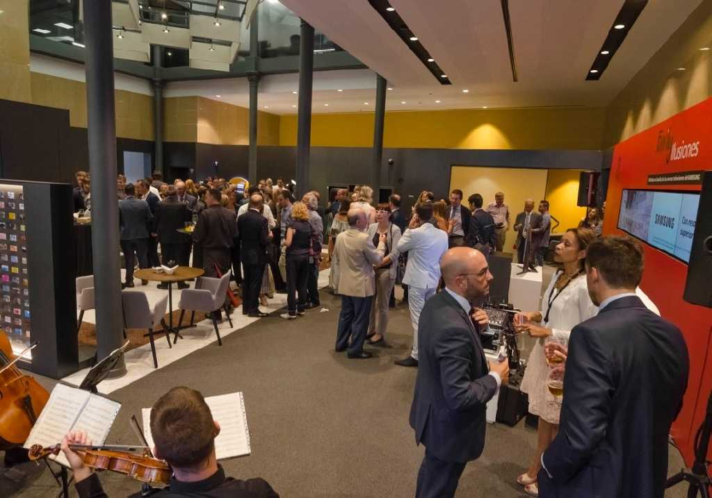 Caixabank inaugura la oficina de nuevo modelo store for Oficinas caixabank valencia
