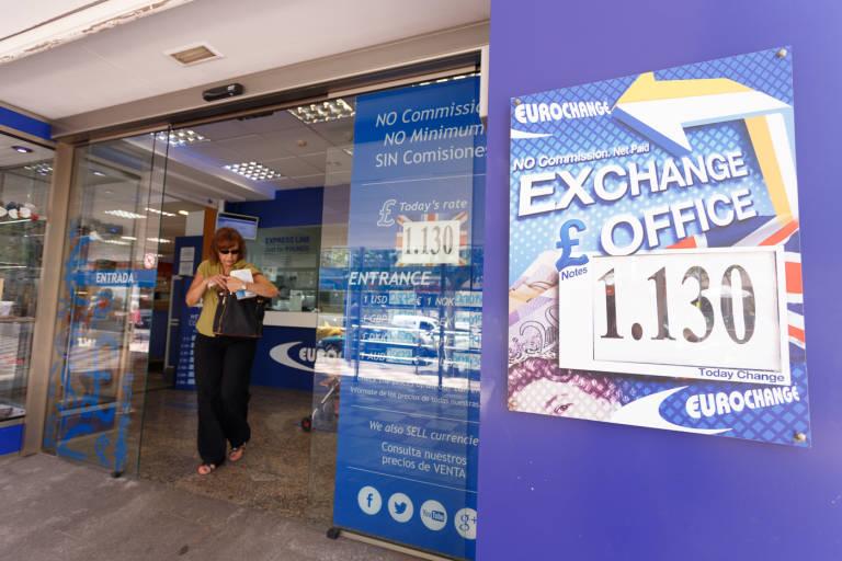 Eurochange un a o de brexit tocando libra en benidorm for Oficina turismo benidorm