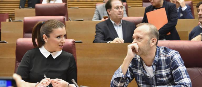La actual síndica, Mari Carmen Sánchez, y su predecesor destituido, Alexis Marí