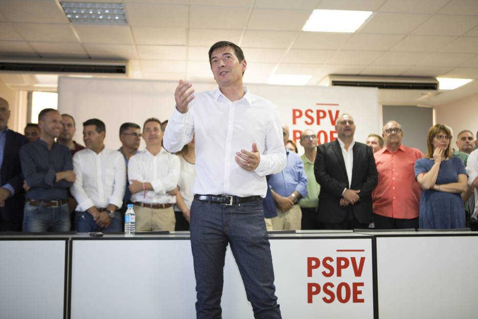 Rafa García durante su intervención ante los militantes este lunes. Foto: ESTRELLA JOVER