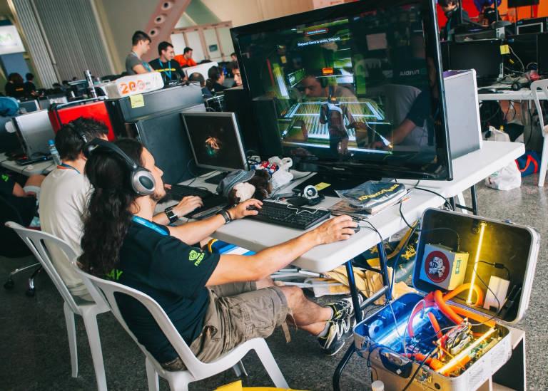 Nace la primera universidad online de esports valencia plaza for Universidad de valencia online