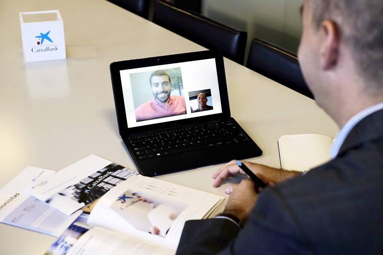 Caixabank pionera en el ibex 35 lanza la primera oficina for Oficina virtual educacion
