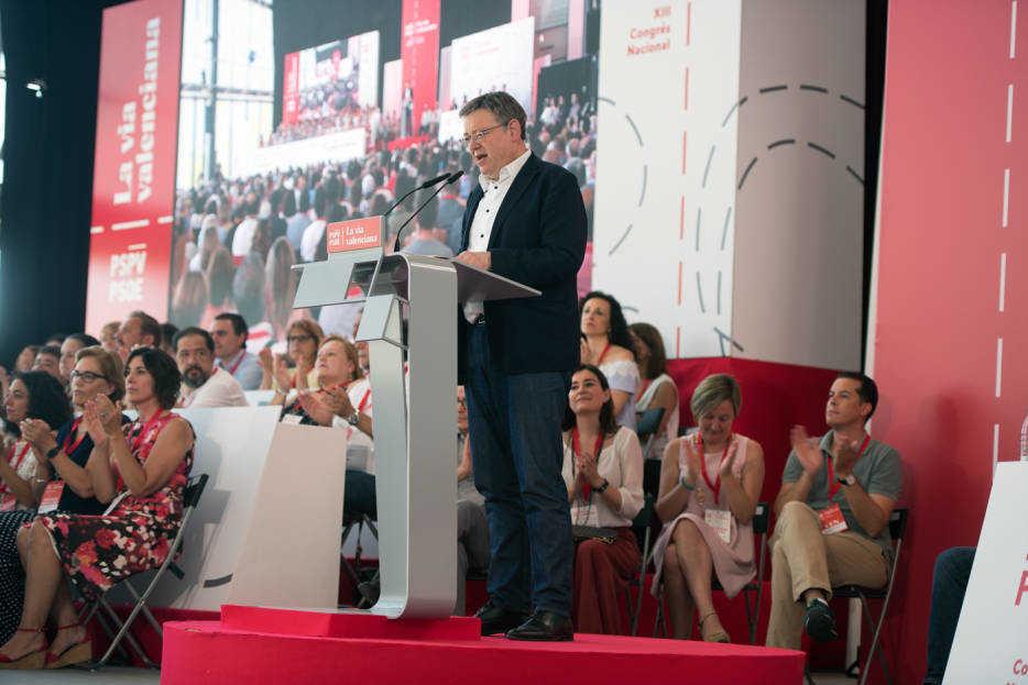 Ximo Puig durante su intervención en el plenario. Foto: RAFA MOLINA