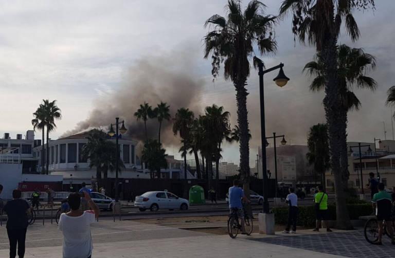 Dos heridos leves en el incendio de la discoteca akuarela playa en la malvarrosa valencia plaza - Discoteca akuarela valencia ...