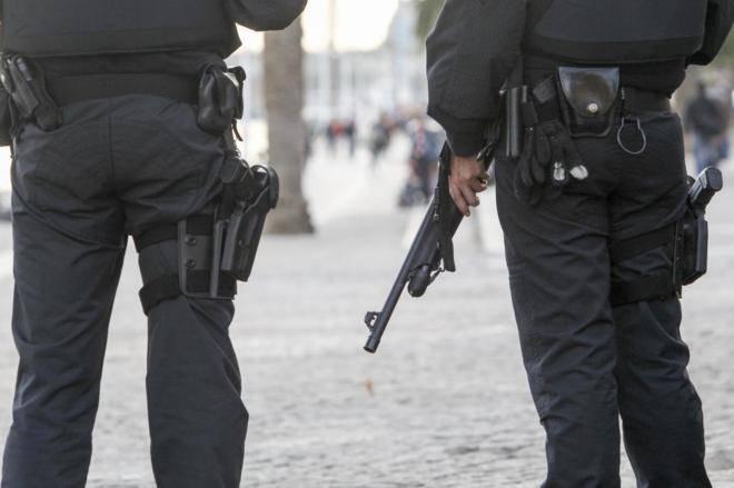 Resultado de imagen de POLICIA LOCAL ARMAS LARGAS