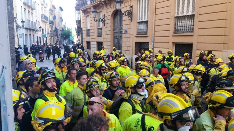 Concentración de los bomberos forestales. Foto: VP.