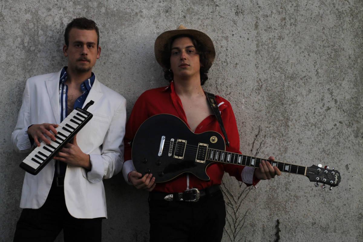 """8523fb9143ecf Esteban y Manuel  """"No se debería subestimar el criterio musical de nuestra  generación"""""""