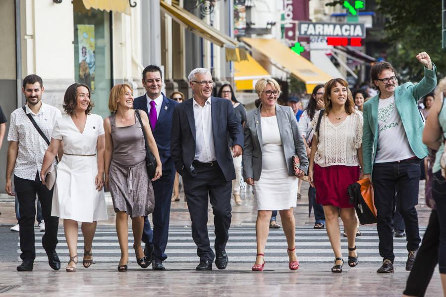 Campillo, Tello, Soriano, Galiana, Ribó, Castillo, Lozano y Grezzi, concejales de Compromís en el Ayuntamiento. Foto: EVA MÁÑEZ