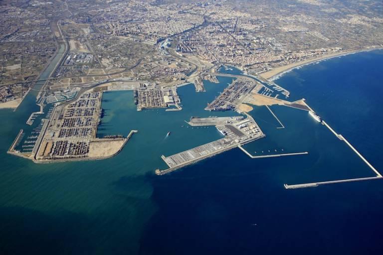 Terminales actuales y diques de abrigo de la futura ampliación norte