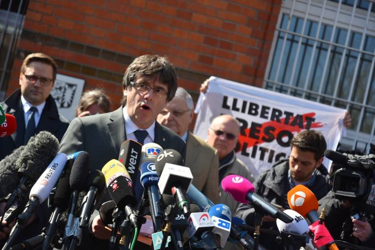 puigdemont abandona la c rcel alemana de neum nster bajo fianza de euros valencia plaza. Black Bedroom Furniture Sets. Home Design Ideas